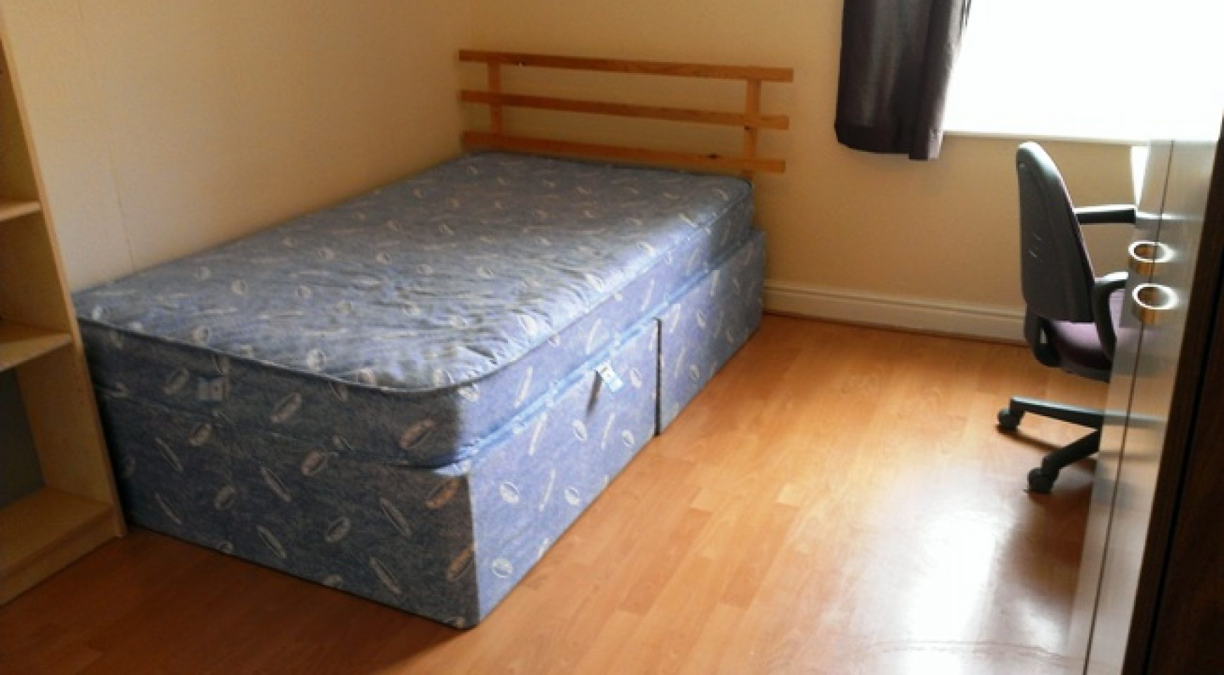 Llantrisant Street 5 Bed Property 1 Room Available