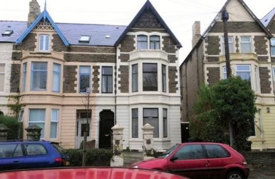 Spacious 4 bedroom Flat in Roath